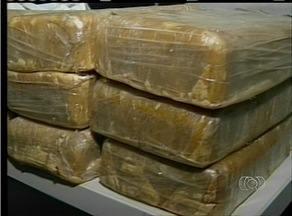 Homem é preso na casa da mãe por suspeita de tráfico de drogas em Araguaína - Homem é preso na casa da mãe por suspeita de tráfico de drogas em Araguaína