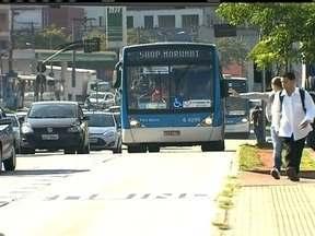 Sete ônibus são depredados perto do terminal urbano da cidade de Mauá (SP) - Sete ônibus foram alvo de vandalismo perto do terminal urbano da cidade de Mauá, na Grande São Paulo. Quatro veículos foram incendiados e outros três depredados.