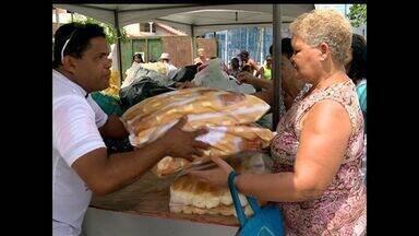 Garrafas Pet são trocadas por pães em Bitória, ES - Além de ajudar o meio ambiente, população já garante o lanche da tarde.