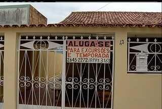 Ministério Público quer controlar turismo que lota casas em caravanas em Cabo Frio, RJ - Em alguns casos, mais de 100 pessoas revezam camas e banheiros.MP quer estabelecer limitações de segurança e fiscalização.