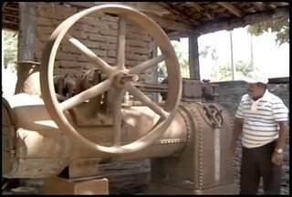 Cidade de Cônego Marinho é conhecida pela fabricação artesanal da cachaça - Diferente de algumas fazendas que usam tecnologia na fabricação da bebida, em Cônego Marinho a tradição gera renda para muitas famílias.