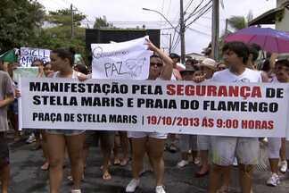 Moradores de Stella Maris fazem passeata na manhã deste sábado pelas ruas do bairro - Eles pedem mais segurança no local e no bairro de Praia do Flamengo.