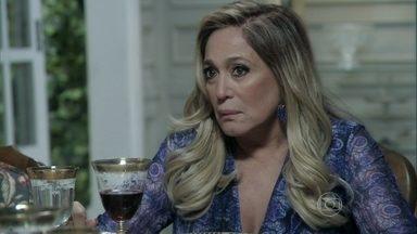 Pilar desabafa com Félix - Ela diz para o filho que está preocupada com Bernarda. O vilão sugere que a avó seja colocada em uma clínica de repouso