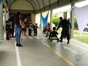 Crianças de Florianópolis tem experiências de como é ser motorista - Crianças de Florianópolis tem experiências de como é ser motorista