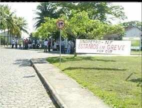 Petroleiros se manifestam no interior do Rio no sexto dia de greve - Em Macaé, manifestantes estão concentrados em Imbetiba.Três acessos à sede da Petrobras estão bloqueados.