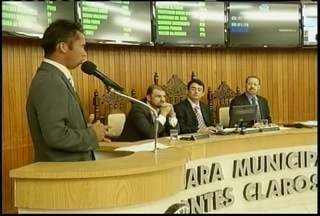 PL que reajusta salário dos servidores volta a discussão na Câmara de Montes Claros - Projeto teve dois vetos do prefeito, que foram derrubados pelos vereadores.