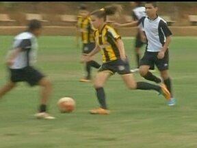 Equipe sub-13 do Rondonópolis conta com talentosa menina no meio de campo da equipe - Ana Vitória, de 13 anos, joga com a 10 do time.