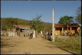Cerca de 40 famílias da comunidade de Antônio Olinto receberam ordem judical de despejo - Lotes teriam sido cedidos pelo então proprietário aos funcionários, que alegam que foram para o local depois de um acordo com os mesmo donos.