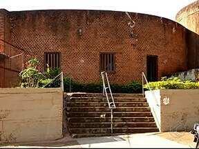 Obras atrasam em igreja de Uberlândia e custo total aumenta - Reforma na Igreja do Divino Espírito Santo do Cerrado ocorre desde agosto. Custo da obra passou de R$ 412 mil para R$ 478 mil.