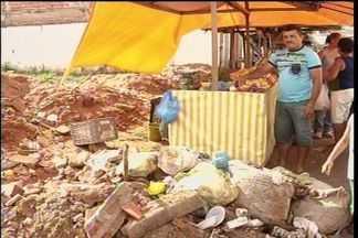 Moradores de Juazeiro do Norte reclamam da sujeira do Mercado Pirajá - Feirantes e consumidores estão revoltados com o acúmulo de sujeira no local.
