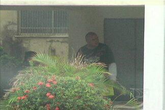 Major reformado da PM é detido em São Luís depois de ser denunciado por agredir - Moradores do condomínio dizem que não é a primeira vez que o militar se envolve em conflitos. A agressão de hoje foi registrada na delegacia da mulher.