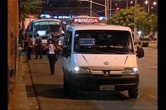 Em Belém, usuários do transporte alternativo reclamam da insegurança - População reclama que a frota de ônibus não é suficiente.