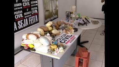 Preso mais um suspeito de integrar quadrilha de tráfico de drogas - Jovem de 29 anos foi preso em um estacionamento em Juiz de Fora. Ele é suspeito de ser dono de 30 quilos de droga apreendida em fevereiro.