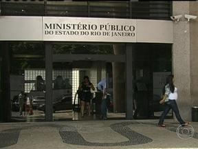 MP consegue novas provas sobre o desaparecimento de Amarildo - O MP denunciou outros 15 PMs por participação no desaparecimento de Amarildo. De acordo com as investigações, pelo menos quatro policiais militares foram os responsáveis diretos por torturar auxiliar de pedreiro.