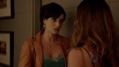 A Mulher do Prefeito - episódio do dia 25/10/2013, na íntegra - Se já não bastassem os problemas da prefeitura, Aurora descobre que Luiza quer leiloar a virgindade na internet
