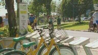 Bicicletas públicas estão em situação de abandono, em Campinas - As bicicletas públicas que fazem parte do projeto de mobilidade de Campinas estão sem renovação no contrato de licitação, e a falta de manutenção leva a uma degradação dos veículos.
