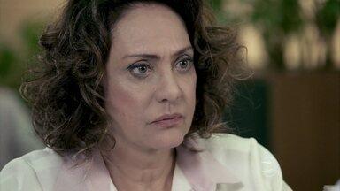 Ordália pede que Bruno se afaste de Aline - A enfermeira fica desconfiada e tem um mau pressentimento. Aline se faz de vítima para César. A esposa do médico beija novamente o corretor no estacionamento do hospital. Aline visita Mariah