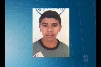 Jovem de 19 anos é atingido por balas na Feira Central de Campina Grande - Ele foi atingido por quatro tiros e está em estado de saúde gravíssimo.