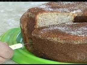Aprenda como fazer um bolo de banana - Banana é uma das frutas mais populares do Brasil. Veja como fazer um bolo de banana.