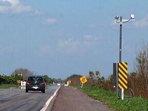 BR-262 recebe novos radares de velocidade - Os equipamentos estão sendo instalados para combater a morte de animais silvestres e evitar acidentes por causa da situação da estrada