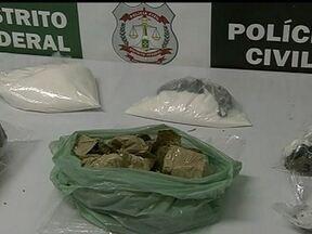 Polícia prende traficantes que atuavam no DF - A polícia prendeu um grupo de tráfico interestadual de drogas que atuava no Distrito Federal. Três pessoas foram presas em flagrante. Com os detidos, a polícia encontrou 1kg de maconha, 1kg de cocaína e dois carros.