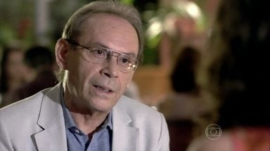 Herbert pede Gina em casamento - Ele fica cheio de rodeios, mas lhe entrega um anel e faz o pedido