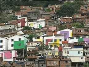Número de moradores de classe média que vivem nas favelas quase dobrou na última década - A Pesquisa, feita pelo Instituto Data Popular em parceria com a Central Única das Favelas mostra que, em dez anos, as comunidades tiveram avanços, mas os problemas ainda são muitos nas comunidades.