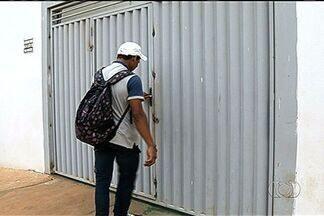 Alunos são impedidos de entrar em escola por causa de aluguel atrasado - Alunos e funcionários da Escola Estadual Cunha Bastos, em Rio Verde, no sudoeste de Goiás, se depararam com o portão da instituição de ensino soldado na manhã desta quarta-feira (30).