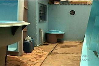 Bebê é abandonado em depósito de loja, em Valparaíso de Goiás - Segundo o Corpo de Bombeiros, os funcionários da loja, que fica às margens da BR-040, encontraram o recém-nascido.