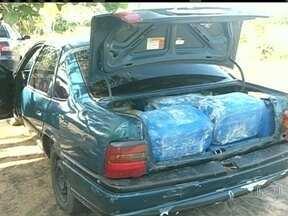 PF prende em Roraima quadrilha que contrabandeava gasolina da Venezuela - Em Roraima, a Polícia Federal prendeu uma quadrilha que contrabandeava gasolina da Venezuela. Entre os 28 presos, estão policiais militares. Os carros traziam por mês cerca de 200 mil litros de combustível.