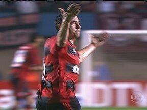 Flamengo vence o Goiás e ganha vantagem no jogo de volta da Copa do Brasil - O Atlético derrotou o Grêmio, em Curitiba. O Flamengo foi a Goiânia, venceu o Goiás e tem boa vantagem para o jogo de volta. Pode até perder por 1 a 0.