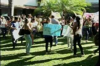 Estudantes fazem greve na Universidade Regional do Cariri - Universitários cobram melhorias para a instituição.
