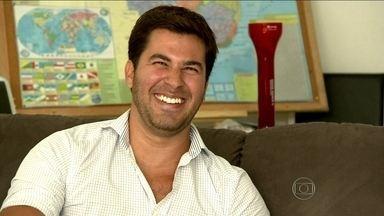 Giovanni não tem vergonha de assumir que é um cafajeste - Carioca viaja pelo Brasil com os amigos com o intuito de conhecer novas mulheres