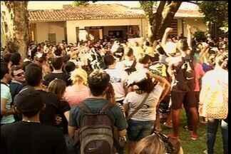 Professores e alunos divergem sobre realização de greve na Urca - Grupo ocupa reitoria da universidade.
