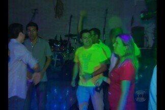 """Campina Grande tem discoteca religiosa - A """"Cristoteca"""" tem músicas religiosas animadas para o público jovem."""