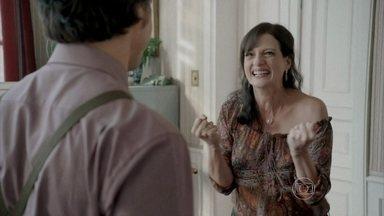 A Mulher do Prefeito - episódio do dia 01/11/2013, na íntegra - Aurora decide instalar a população carente em um galpão abandonado