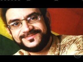 Renato Russo ainda é um dos grandes poetas do Rock Brasil - Apesar de ter morrido há sete anos, a vida, a obra e o mito de Renato Russo não param de crescer. Livros, peças de teatro e documentários se juntam à cinebiografia 'Somos tão Jovens' e o filme 'Faroeste Caboclo' na história do líder da Legião Urbana.