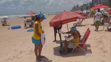 Projeto Praia Limpa volta às areias do Recife - Ação combate a sujeira na orla. Todos os dias, vinte toneladas de lixo são recolhidas na beira-mar da capital
