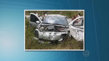 Uma pessoa morreu e duas ficaram feridas em um acidente na subida da Serra das Russas - Polícia Rodoviária Federal informou que a motorista do carro dirigia em alta velocidade, quando perdeu o controle e bateu em uma barreira.
