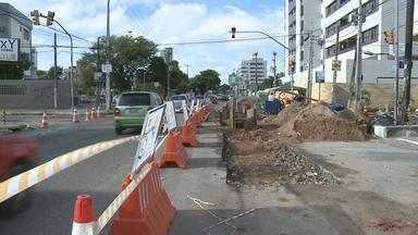 Serviço da Compesa interdita parte de avenida em Olinda - Essa e outras notícias você confere no NETV 1ª Edição desta segunda (4).