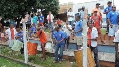 Torcida incentiva o Operária FC - Jogo foi realizado na tarde de domingo no campo do Rio 400