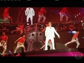 Justin Bieber leva milhares de fãs ao delírio no Rio - O cantor canadense, Justin Bieber, comandou alegria de fãs em show na Apoteose. Em São Paulo, a música 'Baby' foi descartada depois que o cantor foi atingido pela plateia.