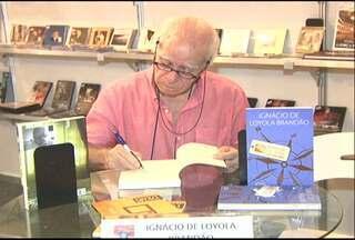 Encontro literário reúne escritores regionais e nacionais no Salão do Livro - Sexta edição do evento iniciou sexta-feira (1º).