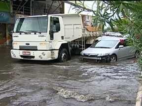 Chuva coloca Aracaju em estado de emergência - Em três horas, choveu mais que o dobro do que era esperado para todo o mês. Por toda a cidade, as águas fizeram estragos, com desabamentos e muita confusão no trânsito.