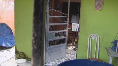 Homem fica com 90% do corpo queimado ao salvar a mãe de incêndio - Caso aconteceu na comunidade do Coque, no Recife.
