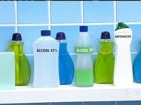 Saiba quais produtos de limpeza matam as bactérias - Alguns produtos servem apenas para limpar, mas não matam as bactérias. Para matar bactérias, eles devem conter álcool 70%, água sanitária ou cloro.