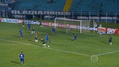 Pela Série B, América-MG empata com o São Caetano - Time mineiro desperdiça boas chances e fica no 1 a 1 com o azulão; sonho de conqiustar uma vaga na Série A de 2014 fica distante.