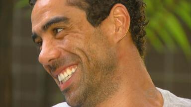 André Dias descreve emoção do acesso pelo Santa Cruz - Atacante fala sobre planos para o futuro