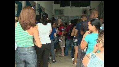 Prêmio acumulado de mega-sena movimenta lotéricas no ES - O prêmio pode chegar a 75 milhões.