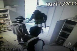 Homens usam explosivos para explodir caixa e cofre de banco em Mucugê - Crime ocorreu na manhã desta quarta-feira (6), na região da Chapada Diamantina, na Bahia. Suspeitos fizeram reféns e três pessoas ficaram feridas.